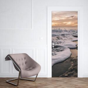 sticker porte vague sur la plage